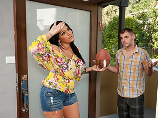 Ralph comes desert to his neighbor's rendezvous in the direction of her sons are throwing things into his yard. Angelina is a single mom, coupled with her sons are at their father's rendezvous so she can't discipline them. But she lets him into her house coupled with then decides to make it up to