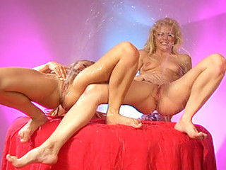 Randy Spears And Tiana Lynn Show Two Noobies How It's Done On SwallowSquirt!