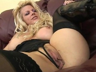 Hot Blonde MILF Shoots an Amateur Porn Video to get Fucked