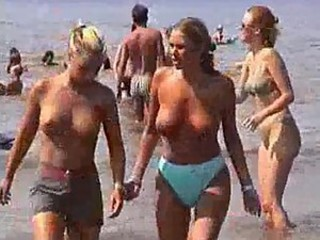 Busty girls at beach - hidden cam