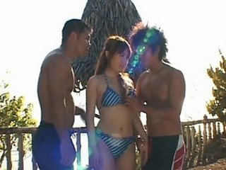 Sweet-Toothed Momo Gets Facialized in a Hot Outdoor Threesome