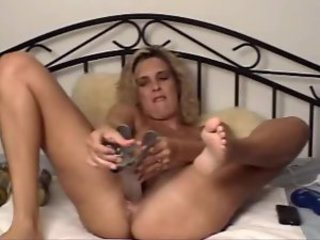 Busty webcam blonde doing bizarre insertions