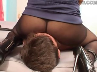 Chick in pantyhose sits on his face