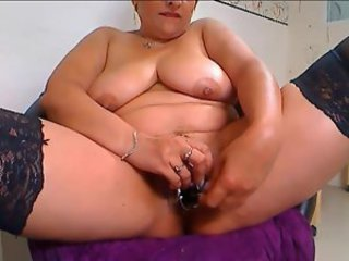 Fat chick likes anal and pussy play