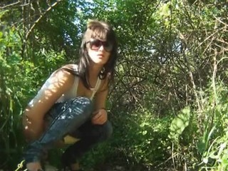 Sexy Girl Pee outside Tube8