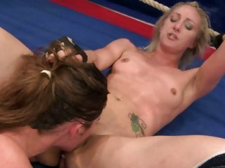 Angel Long and Cathy Heaven cunt licking in the ring