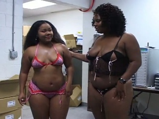 Curtain Lickerish Negro Babes Sharing A White Cock