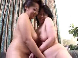 2 Full-grown Women Fingering Each Other Pussies Pissing