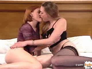 2 Teen Girls Kissing Soo Hot