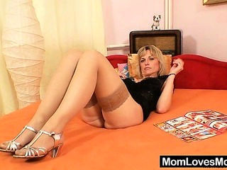 Gorgeous blond amateur milf first stage video