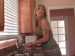 "Mommy shows how to do it right"" target=""_blank"