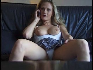 Sexy mature bitch getting hor...