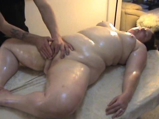 Amateur Chubby Massage Masturbating Oiled