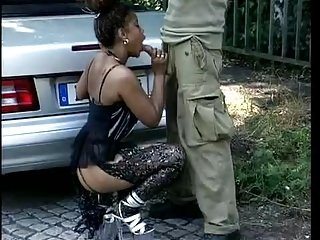 Outdoor pantyhose dealings in Mercedes (TheNylonChannel)