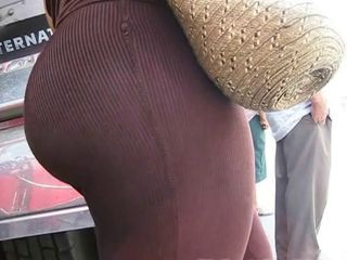 Adorable Colombian ass on streets of Barranquilla