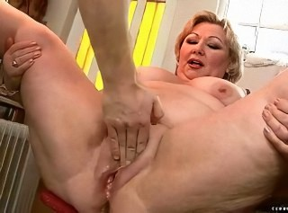 Fat grandma getting the brush pussy rammed