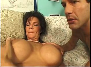 Super Hot MILF Deauxma