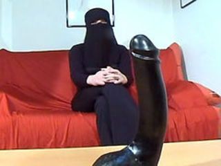 Arab slut inserts effectively dildo