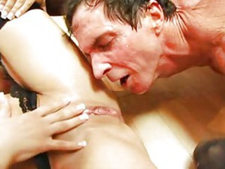Two babes make a squirting party