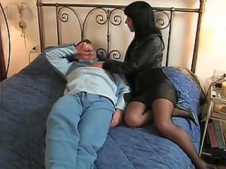 Brunette Italian wife goes to her sweetheart