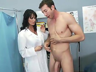 Eva Karera Doing Pain in the neck To Brashness Near a Big Dick Playing Rub-down the Doctor