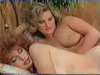 Big-dicked tranny makes her s...
