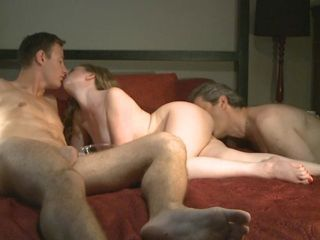 Amateur Cuckold Groupsex Kissing Licking Threesome Wife