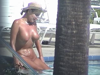 NUDE POOL - Special Tits