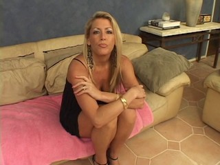 MILF getting her cunt banged