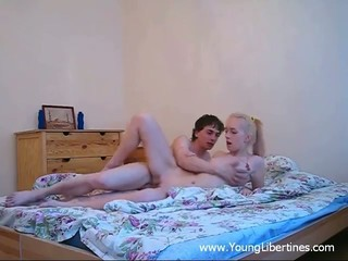 Teen blonde in her first amateur...
