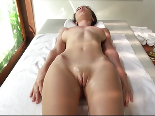 Engelie Oil Massage 2