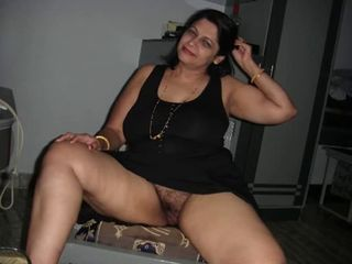 Arab Aunty giving blowjob