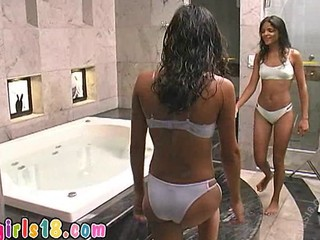 Hot Darkskinned Sisters Masturba...