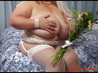 Here Comes The Big Fat Bride Sucking Cock