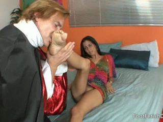 X Latina Gets Her Toes Sucked By A Mendicant Dressed As Vampire