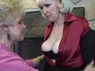 Two granny sluts hooking up