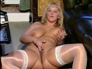 British slut Carol plays...