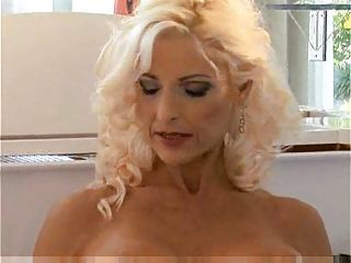 Mature beauty Sasha-trasgu...