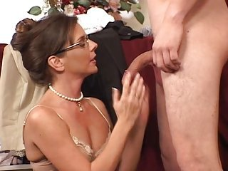 MILF Live-in lover Lane Gets Laid..SF