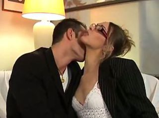 French housewife gets fucked on the couch