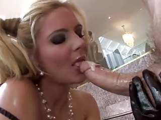 An oiled not far from Phoenix Marie sucks broad in the beam cock