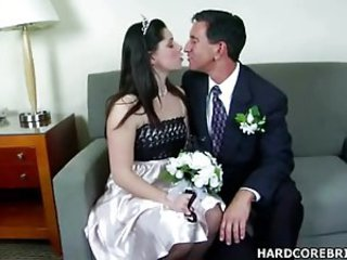 Skanky Bride Amber Blows Cock - Blowjob sex video -