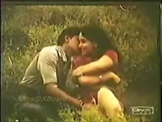 Classic Indian mallu girl Reshma topless outdoors and ass kissed