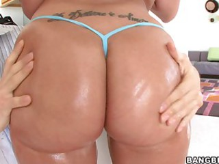 Kelly Divine's Enormous Ass Gets a Feature