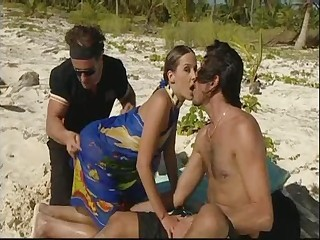Summer Beach Double Penetration Fun! Remember an obstacle Sunscreen! Watch Read Know Comment!