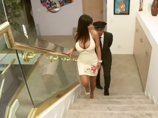 Lisa Ann giving groupie to acar upstairs maid