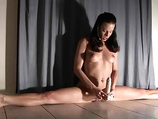 Ductile Handsomeness Does A Split On Her Dildo