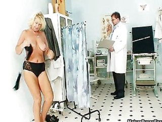 Mature mom gets her big