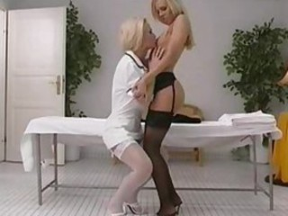 Hot kissing and pussy pleasuring blondes