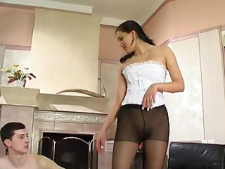Slave respecting a beautiful girl respecting stockings